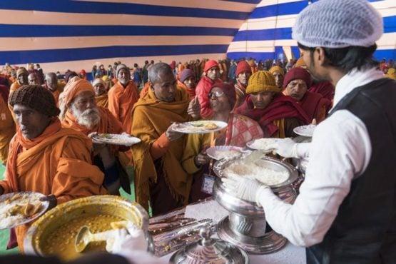 参加法会的那烂陀什克沙佛教团体的信众