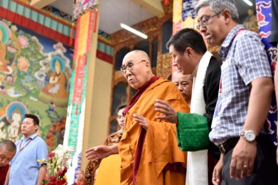 达赖喇嘛尊者在色拉寺大乘法苑里接见来自西藏境内的藏人  照片/Tenzin Phende/DIIR