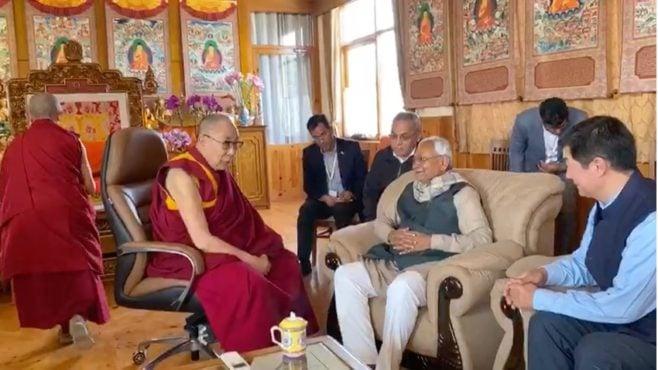 达赖喇嘛尊者在印度佛教圣地菩提迦耶的行宫接见比哈尔邦首席部长尼提什·库马尔 2020年1月8日 照片/视频截图